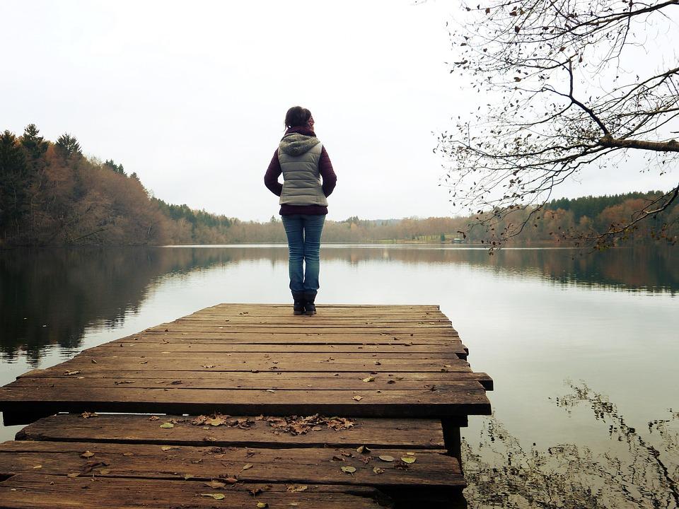 Steg, See, Wald, Natur, Frau, Stehen, Holzsteg, Wasser