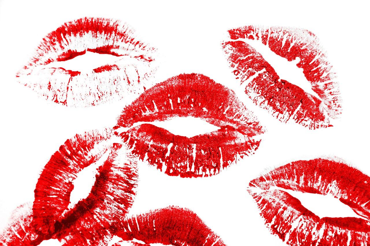 подробной картинки поцелуйчики губки прикольные фото девушек
