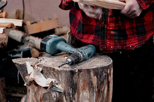 Ameixa seca, madeira, machado, escultura, artesanato