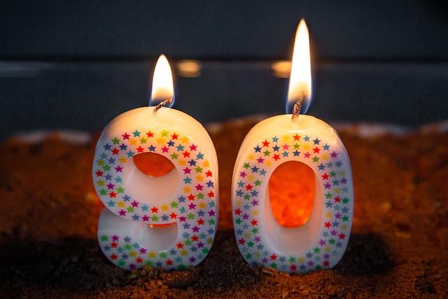 90, 誕生日, キャンドル, カラフル, デザート, 甘い, 炎, 光, キャンドルライト, 記念日, 感情