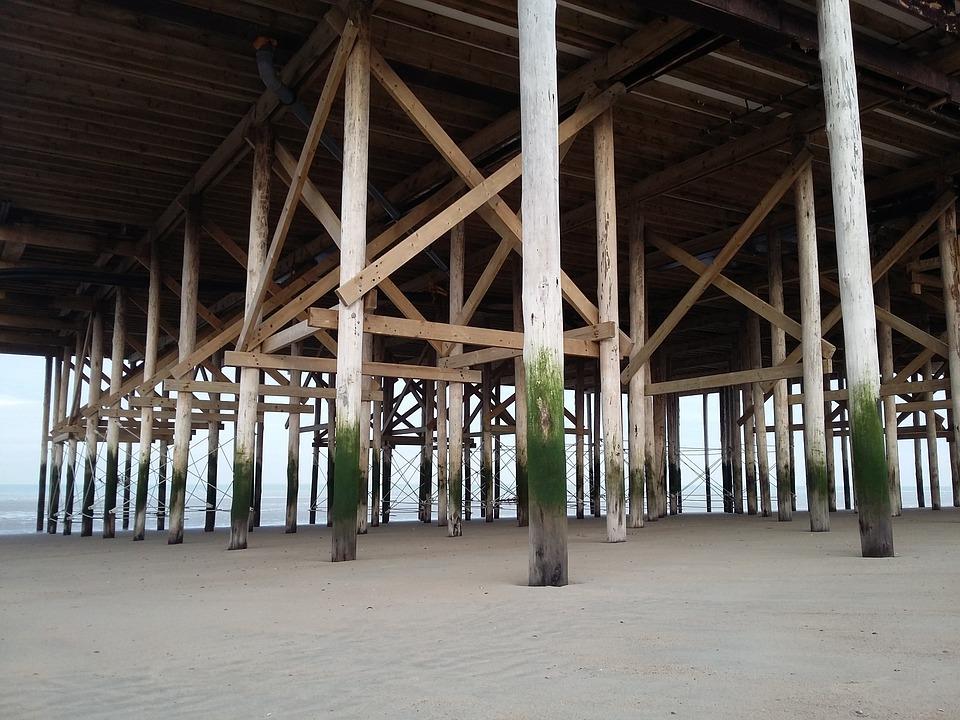 Holzhaus, Strand, Holzbohlen, Sand, Fundament