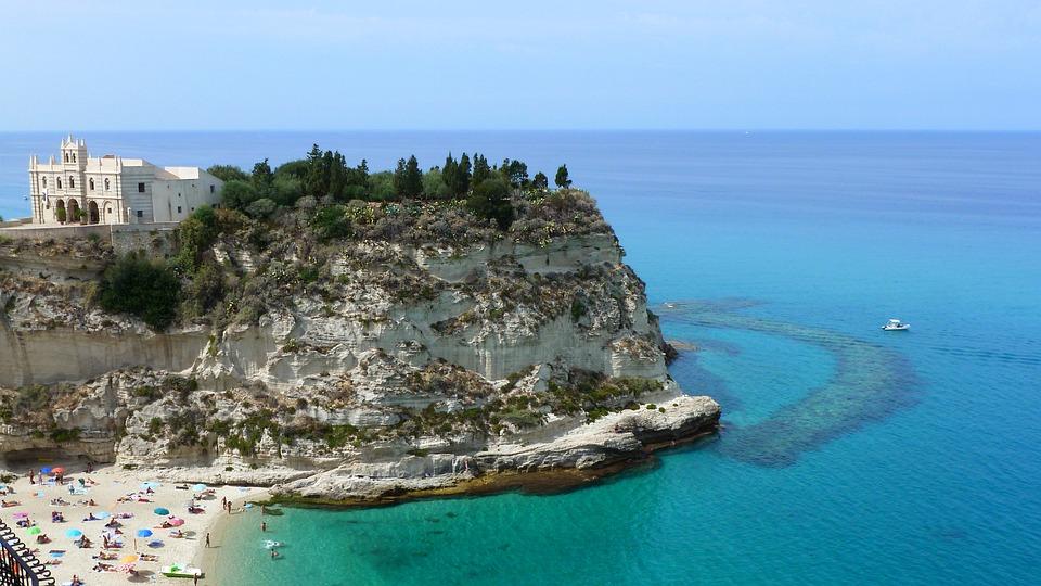 Tirrén-Tenger, Olaszország, Calabria, Tropea, Sziklák