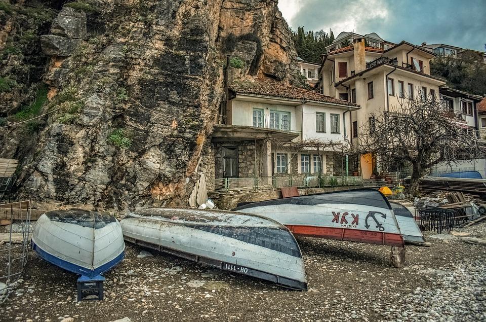 Mazedonien, Bote, Häuser im Berg