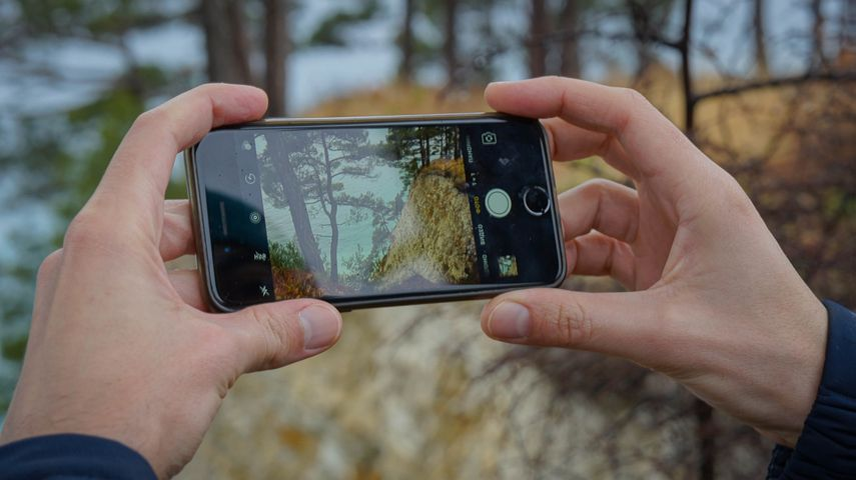 Телефон фотографирует а фото черное