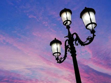 https://cdn.pixabay.com/photo/2020/01/19/11/57/sunset-4777512__340.jpg