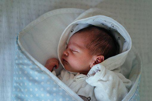 宝宝的耳温正常范围是多少,测量耳温的方法你真的会吗