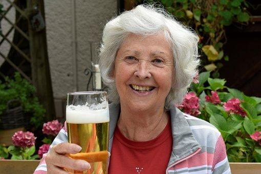 女性, Seniorin, 年金受給者, ビール, お楽しみください, 楽観主義