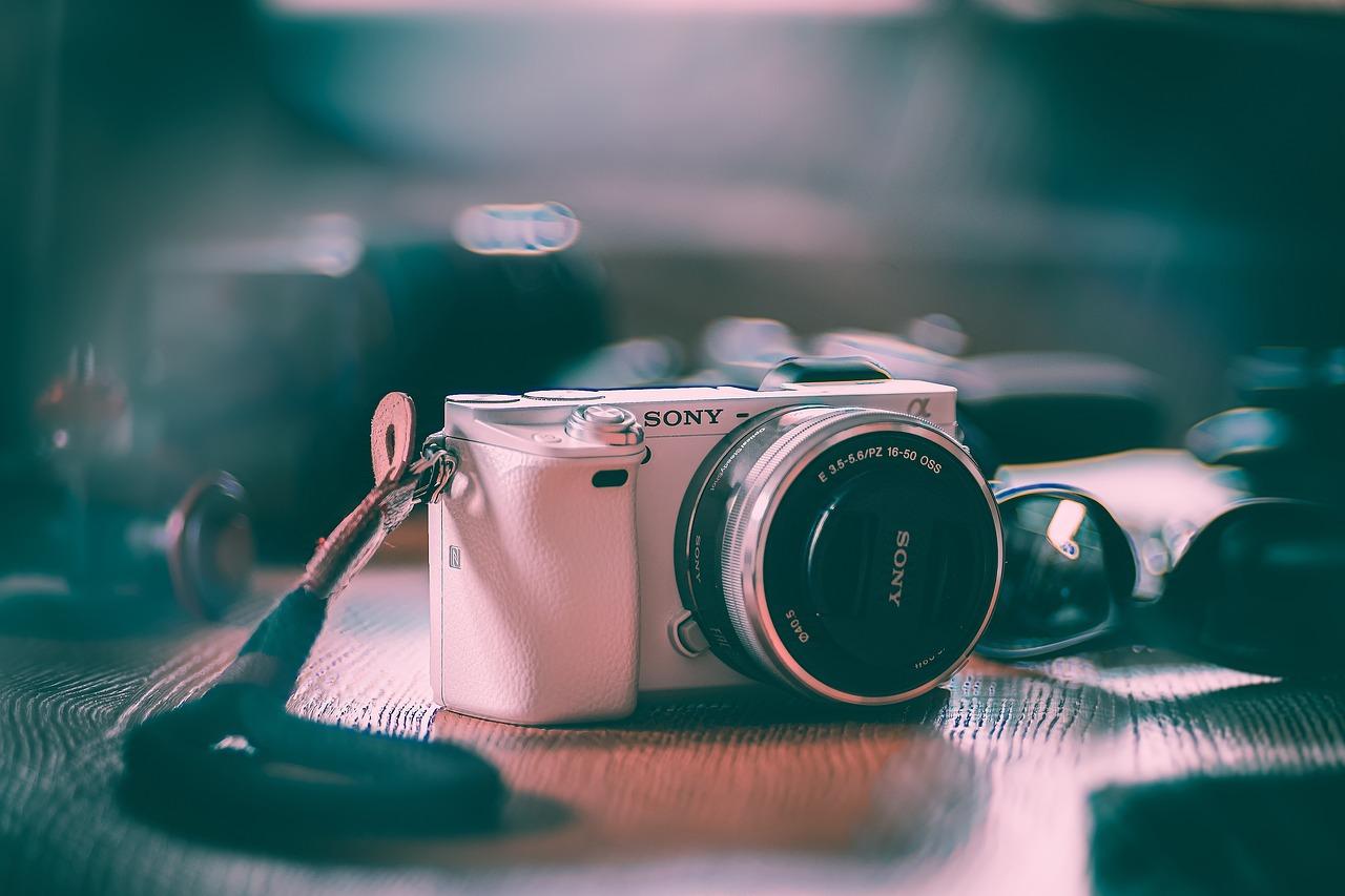 【初心者にも○】人気メーカーのミラーレス一眼カメラおすすめ10選のサムネイル画像