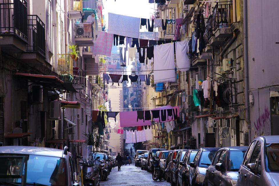 Napoli, Italia, Servizio Lavanderia, Vicini Di Casa
