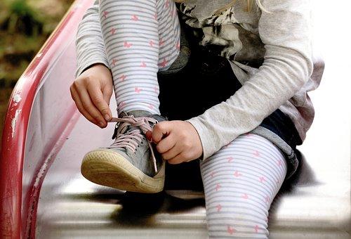 子, 女の子, 提携靴, 靴ひも, 手, 子供の手, 指, 靴, ストリップ