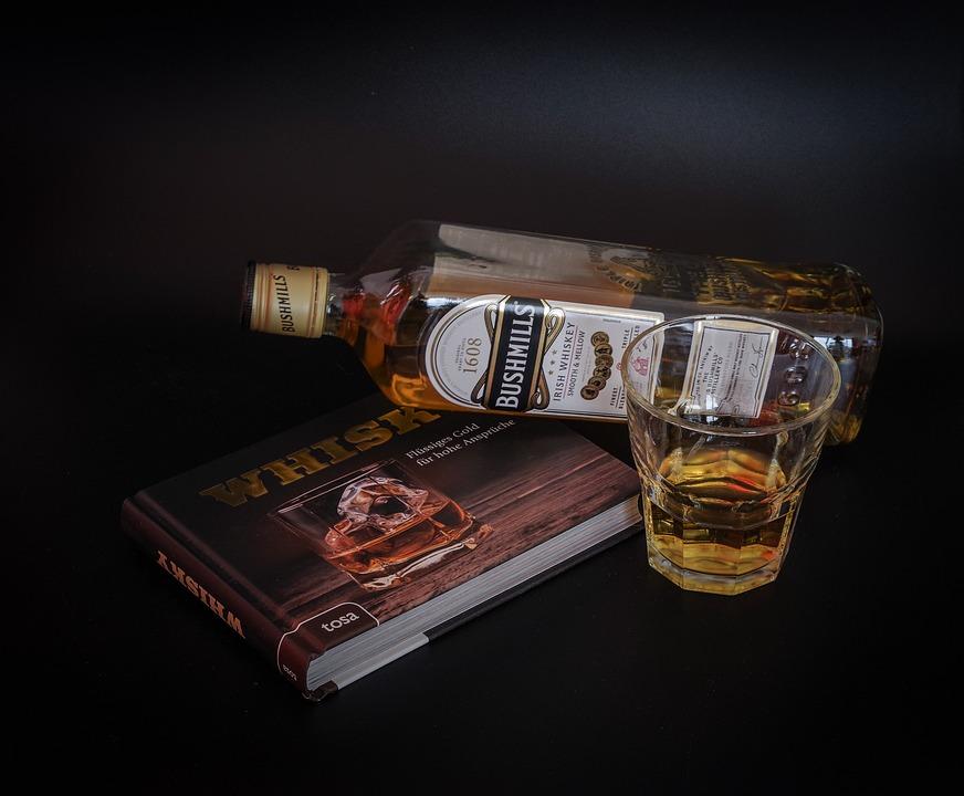 家飲みウィスキーにハマる人続出!まったりと大人の休日を味わいましょうのサムネイル画像
