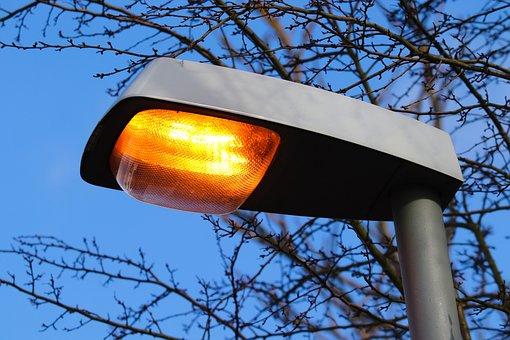 В Петербурге парки, сады и скверы получат новое освещение