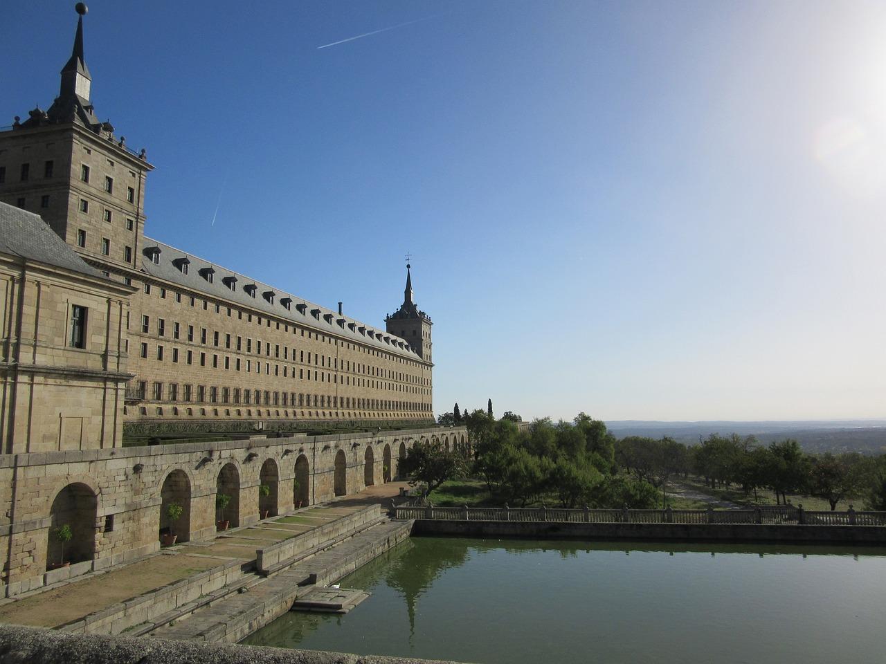 прекрасная, писали почему замок эскориал называют решеткой фото неживой природе относятся