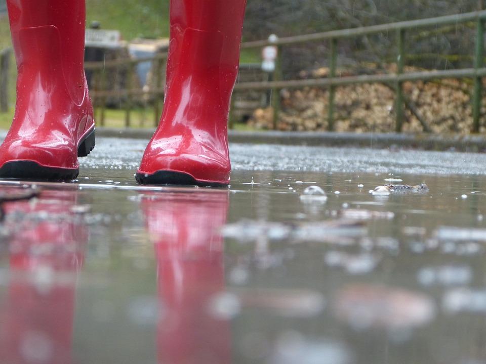 赤いブーツ, 雨滴, ゴム長靴, 雨の天気, 赤, 雨, ゴム, ウェット, スプリング, 防水, 天気, 靴