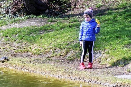 Child, Small, Corn, Boil, Hand, On, Lake