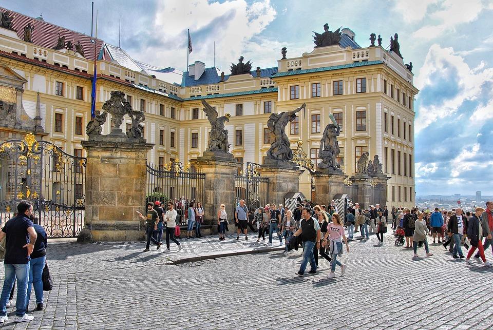 Prag, Platz, Menschen, Statue