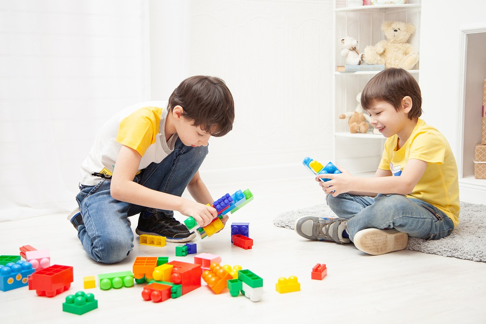 kids playing for spatial intelligence development