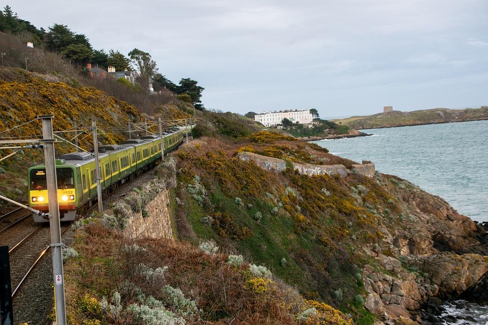 https://pixabay.com/photos/train-dublin-sea-ocean-ireland-4938375/