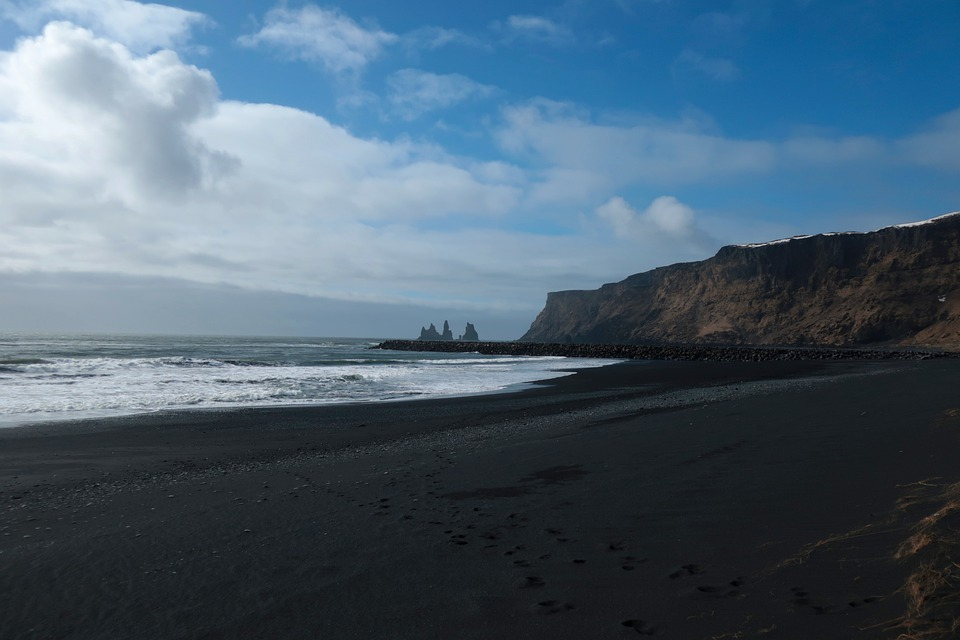 The black sand beach of Reynisfjara is found in which country?