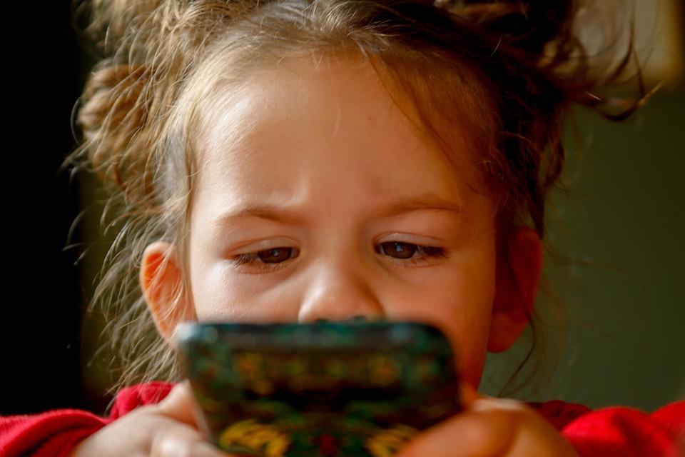 女の赤ちゃん, 子ども, 子供, 女の子, 子, かわいい, 少し, 肖像画, 幼児, 喜び, 携帯電話