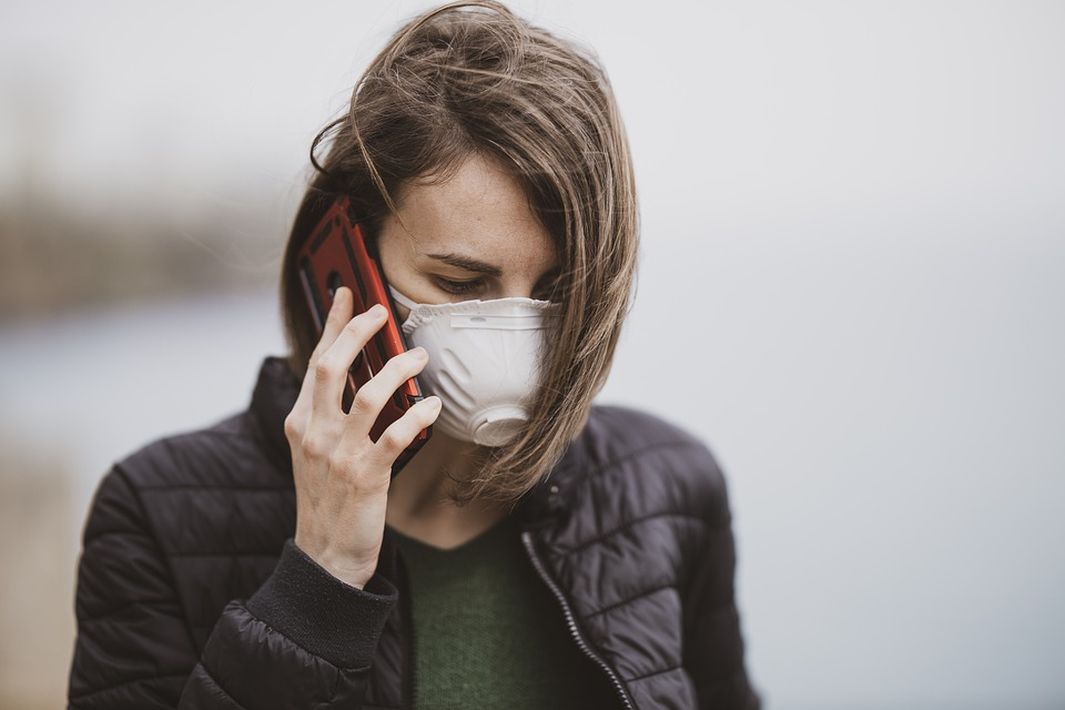 girl with a mask on the phone
