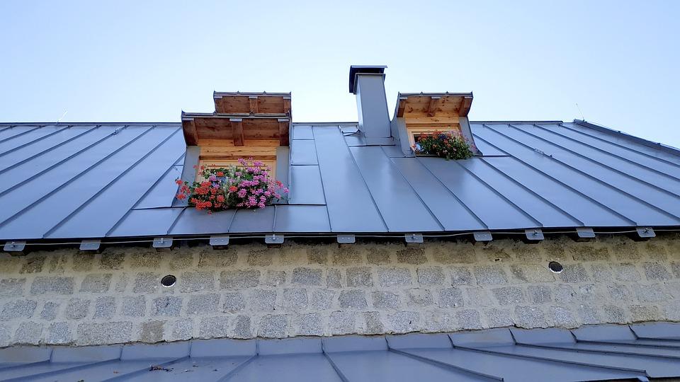 11 Benefits of Painting Metal Roofs | Blogging Heros