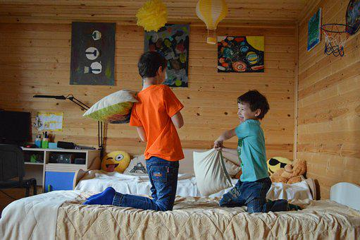 子供, ゲーム, 枕戦, 家族, 子供の頃, 幸福, 赤ちゃん, 嬉しい