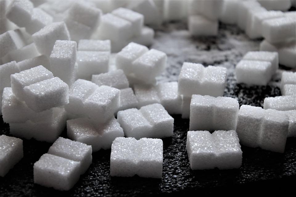 ¿Qué pasa si pongo azúcar en el tanque de gasolina de alguien?