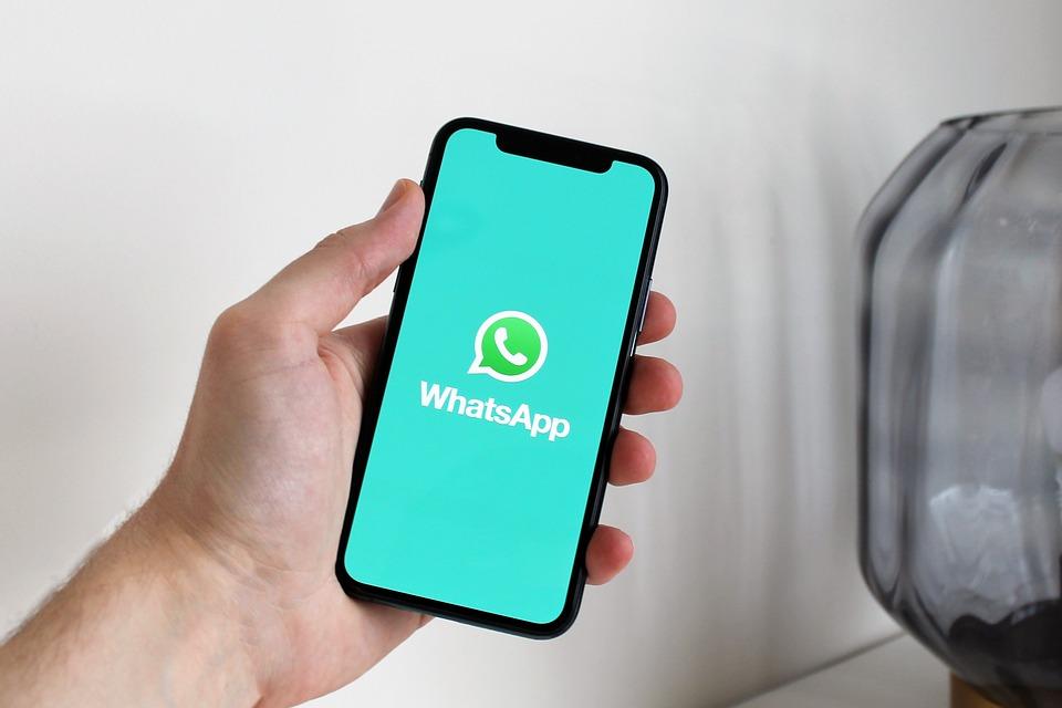 WhatsApp Signal Telegram Privasi