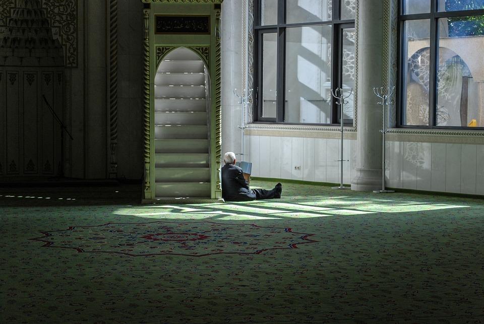 Syarat menjadi imam