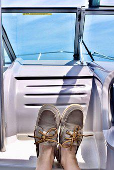 Best Shoes to Wear on a Fishing Boat