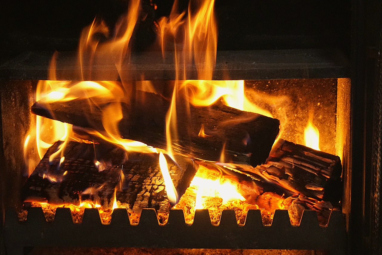 https://cdn.pixabay.com/photo/2020/04/28/07/25/fireplace-5103159_1280.jpg