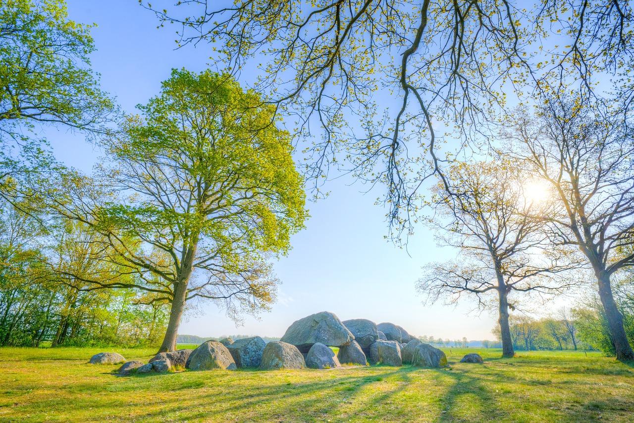 https://pixabay.com/photos/dolmen-dutch-landscape-drenthe-5105756/