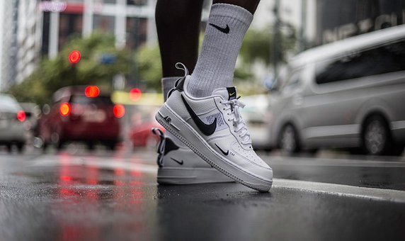 Best shoes for walking on concrete during sunny or rainy days
