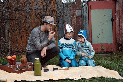 家族, 父, 家庭持ちの男性, 子供, ピクニック, 魔法瓶, 食べます, 食品