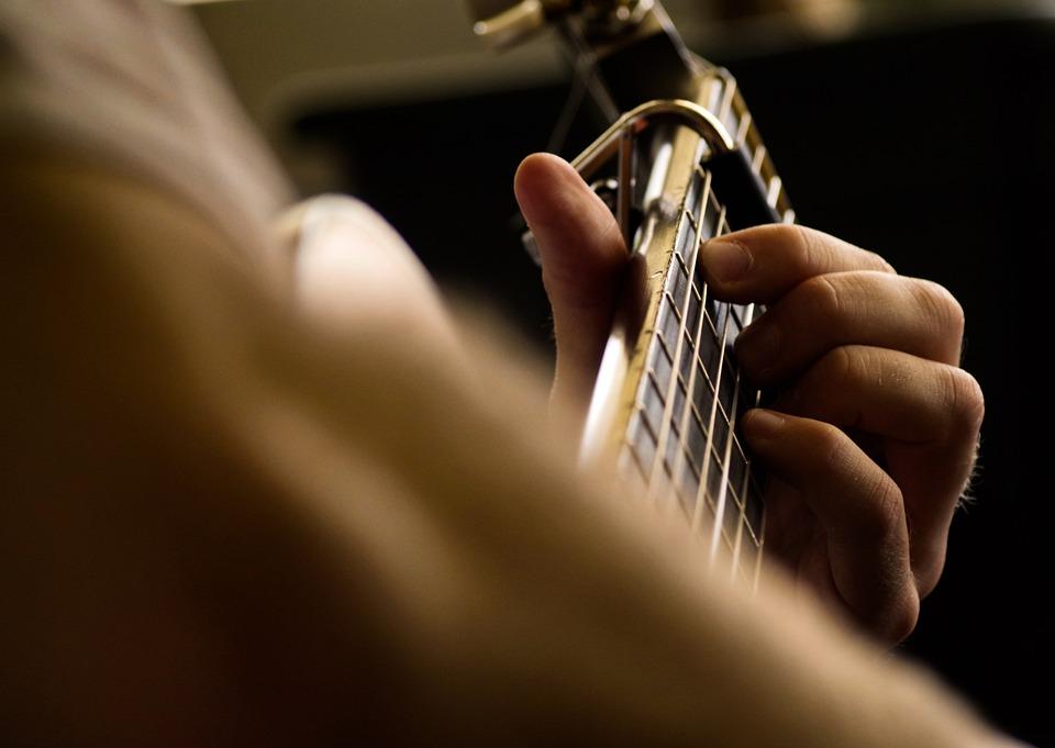 ギター, 音楽, 文字列, 楽器, ギタリスト, 運動, 音楽を, ハンドル, 音響, 音楽楽器, 再生