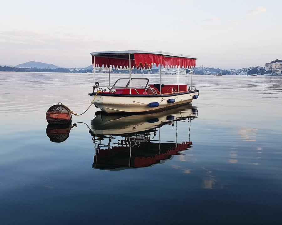 Boat ride in Lake pichola