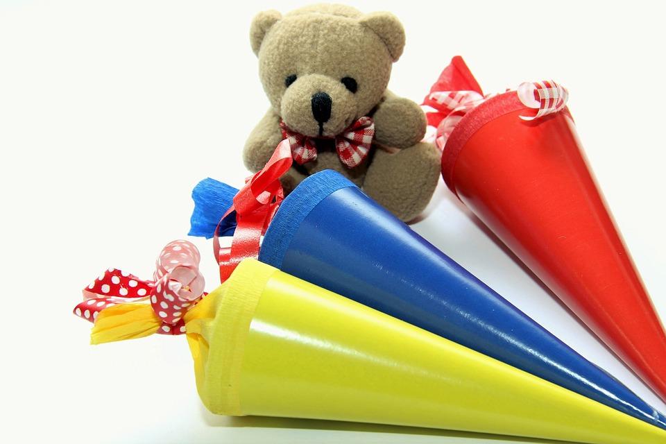 Schulanfang, Einschulung, Schultüte, Rot, Gelb, Blau