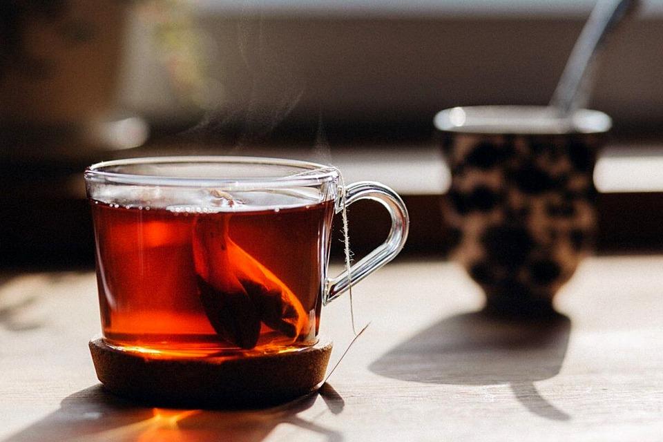 冬天手腳冰冷,中醫師推薦 3 種必喝暖身茶:還可以混搭!
