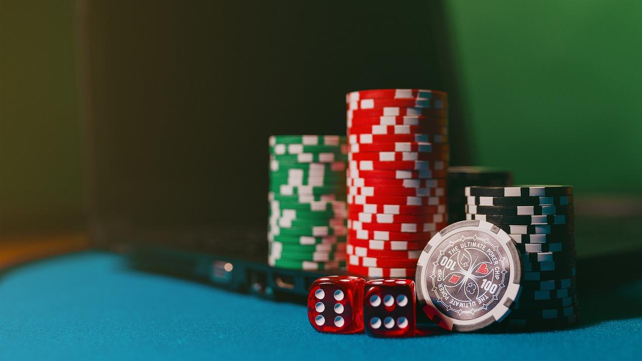 Casino fiches of poker chips zijn onlosmakelijk verbonden met het casino.