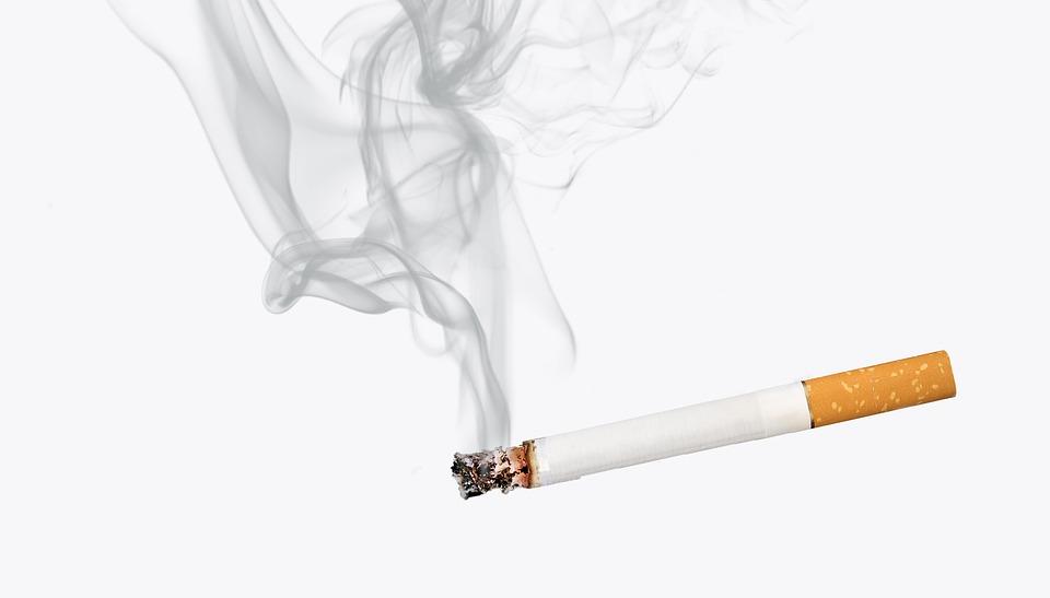 Эксперт оценила инициативу проверять детей на курение