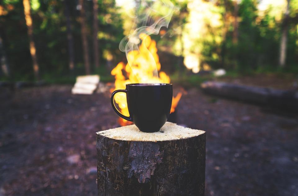 コーヒー, アウトドア, マグカップ, ロースト, 火, たき火, 新鮮な, 蒸気, 蒸し, 醸造, 屋外
