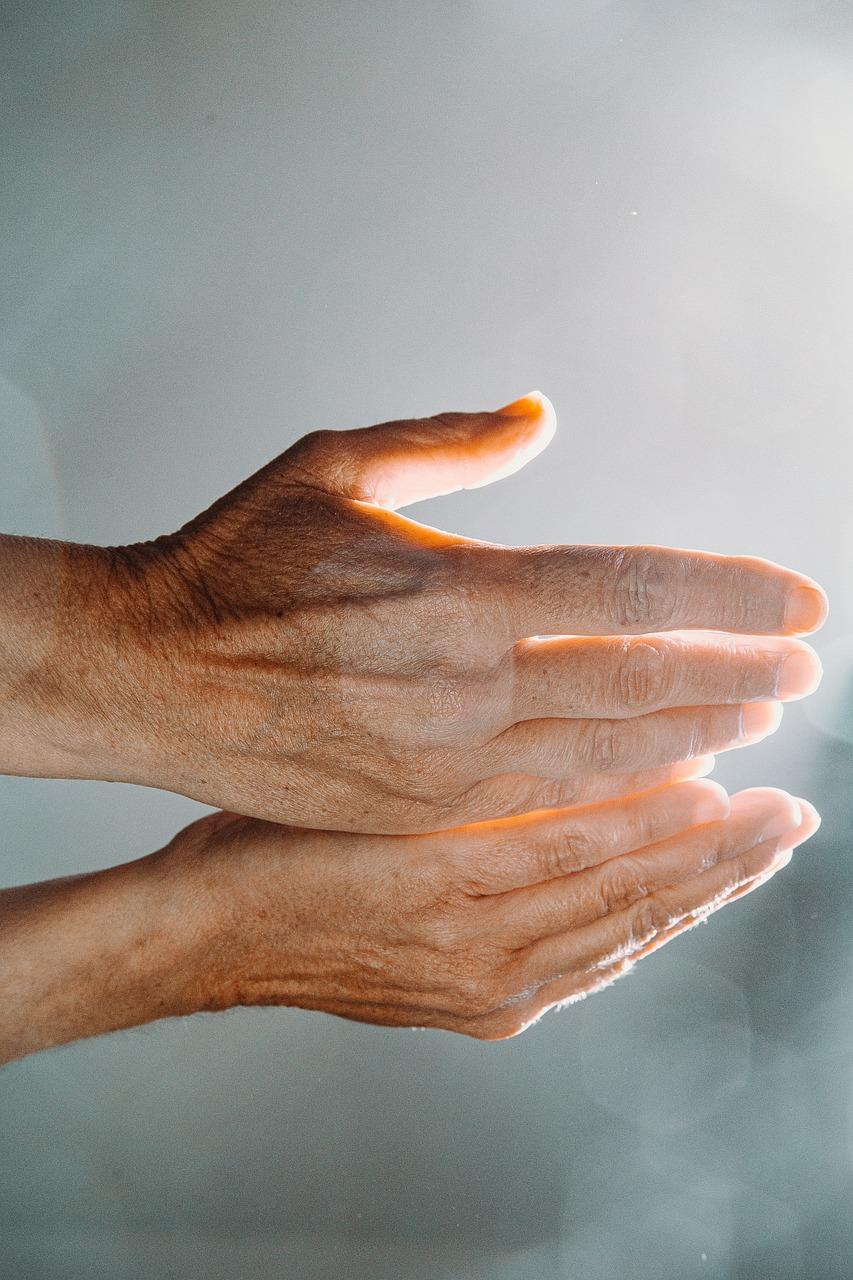 Hands praying to Allah