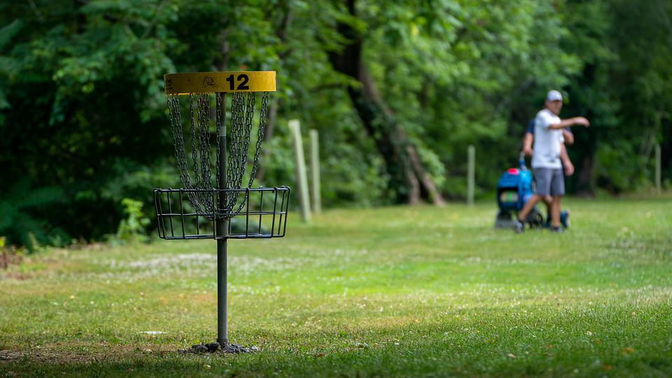 Playing disc golf