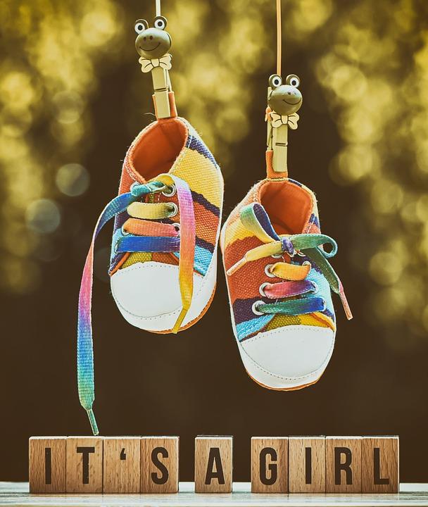 誕生, 赤ちゃん, 女の子, 靴, 子供の靴, 親, 子供, 母, 運, かわいい, 家族, 地図, 生まれ