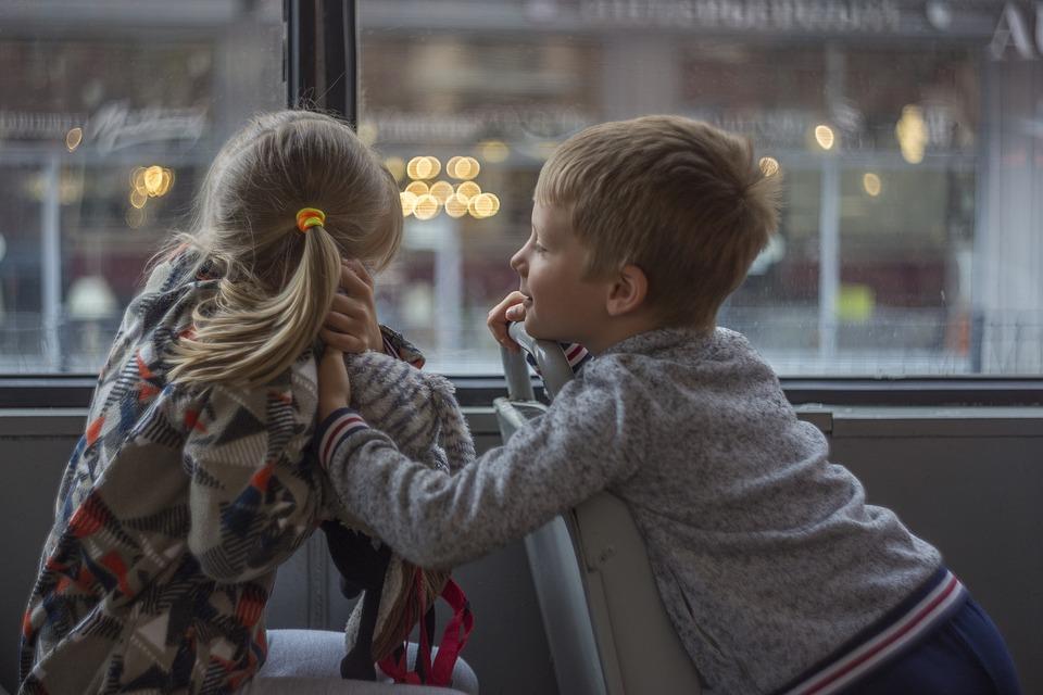 Деца, Момче, Момиче, Автобус, Щастлив
