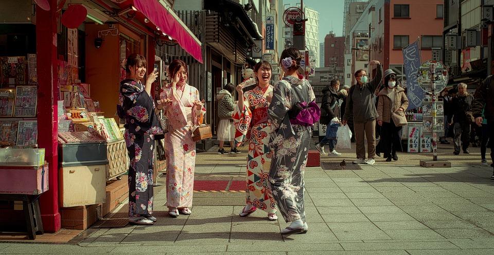 通り, 日本, 着物, お友達と, 女の子, 笑い, 喜び, 人, 歩行者, 市, 東京, アジア