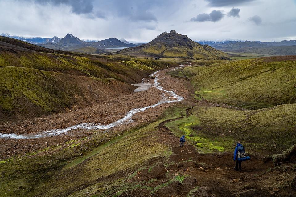 山, 空, 川, 小川, 水, 人, ハイキング, 草, 土地, 牧草地, フィールド, 風景, 自然