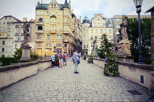 Stadtbild, Gebäude, Skulpturen