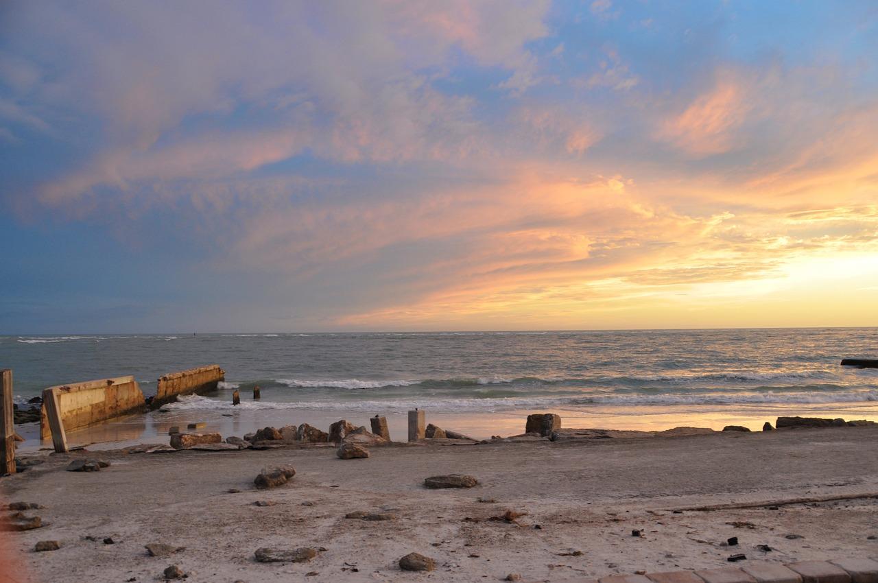 beach-5493991_1280.jpg